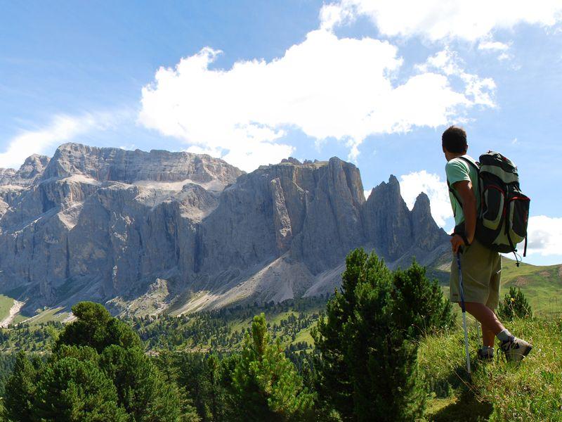 Globetrotter Abenteuer - Wanderer in den Bergen - Fotolia