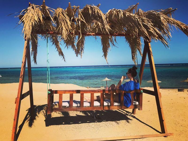 Sinja am Strand in Ägypten - nicht nur ein Traum in Blau