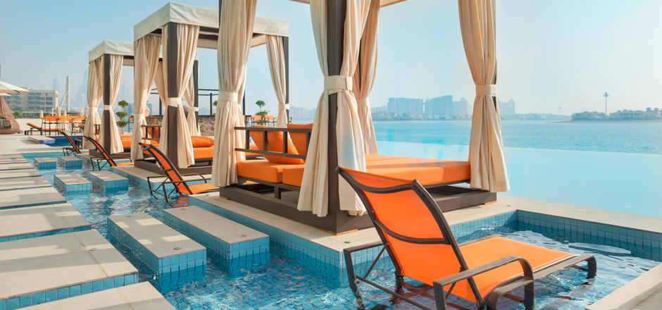 Entspannung im Royal Central the Palm am Pool